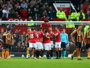 Smalling, Rooney e Van Persie marcaram os gols da vitória do Manchester United sobre o Hull City por 3 a 0