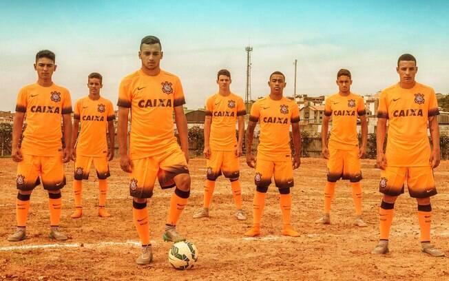 Corinthians lança terceiro uniforme em homenagem ao terrão. Foto   Divulgação Nike 0ffdd393c21f9