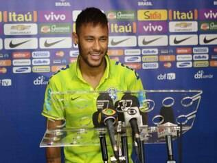 Neymar se sente honrado por jogar ao lado de Messi no Barça