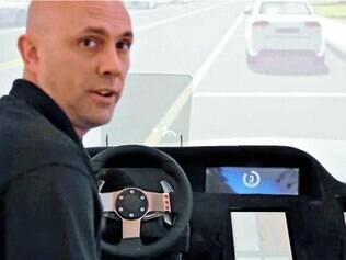 Conectado e inteligente. Richard Libby demonstra como o carro do futuro vai interagir com o ambiente e as pessoas