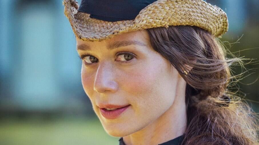 No segundo capítulo da nova novela das 18h, Luísa impede seu jagunço de atirar em Pilar