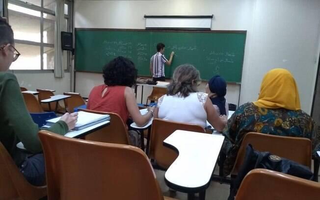'O pesquisador no Brasil tem uma jornada dupla de trabalho', diz o professor Felipe Benjamin, que leciona no curso de letras da UFRJ