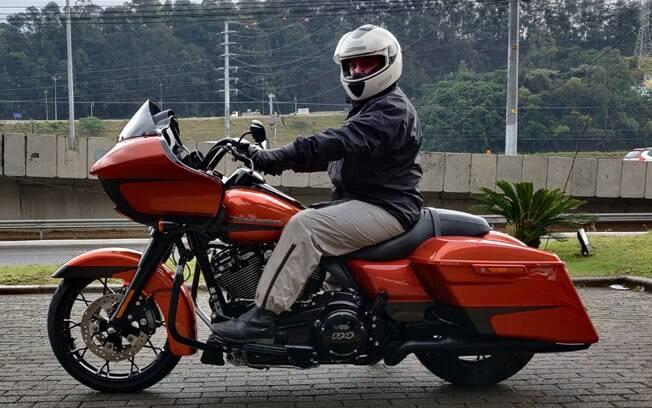Harley-Davidson Road Glide Special: posição excelente para o piloto, mas sofrível para o garupa, que escorrega para trás