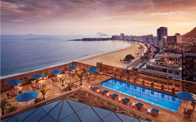 A piscina, sauna e academia estão localizadas na cobertura do hotel JW Marriott