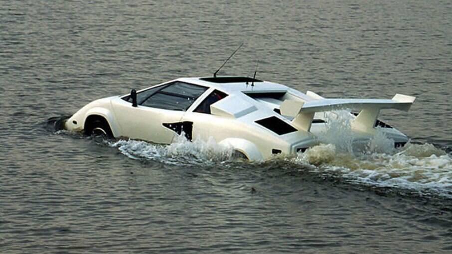Lamborghini Z1A podia