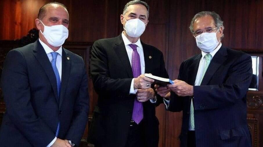 Barroso, Lorenzoni e Guedes assinaram acordo para criação documento digital