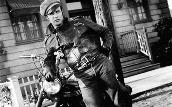 """Marlon Brando e sua Triumph Thunderbird 6T 1950 em """"O Selvagem"""""""