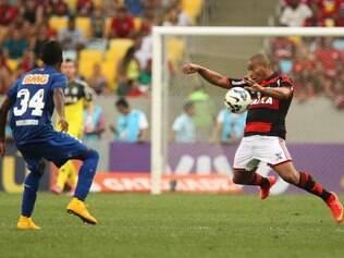 Lateral estreou bem, segurando as investidas do Cruzeiro pela ponta