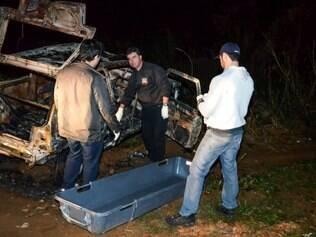 Corpo carbonizado do senhor de 60 anos foi encontrado dentro de seu veículo