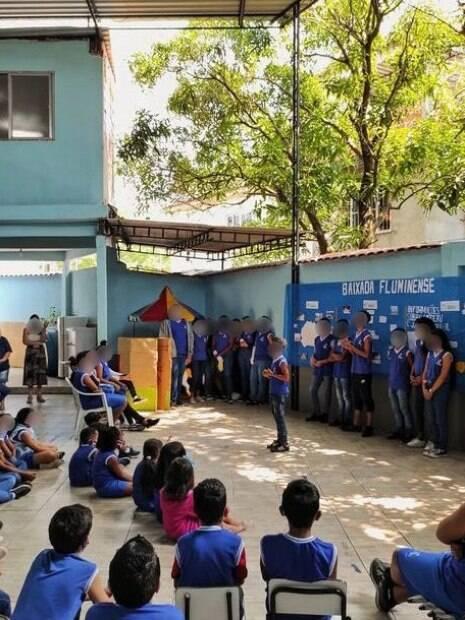 Alunos do professor Thales Oliveira%, que desenvolveu projeto para crianças da Baixada Fluminense]