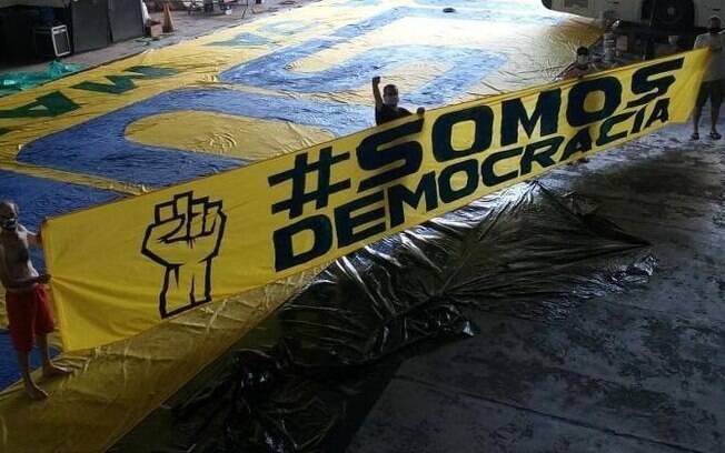 faixa 'somos democracia'