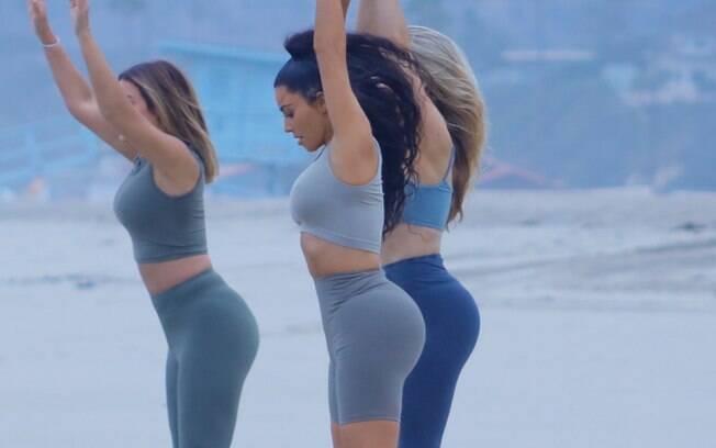 Uma das formas de Kim Kardashian conseguir fortalecimento muscular e secar ao mesmo tempo é o treino HIIT