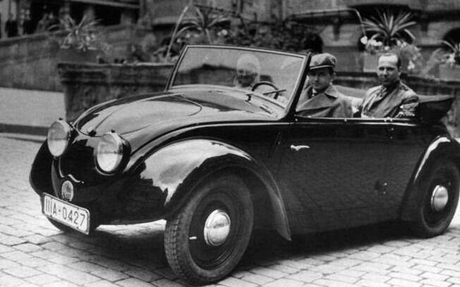 Nascida em 1931, a Porsche inicialmente desenvolvia motores, mas não fazia carros com sua marca. A companhia acabou participando do desenvolvimento do projeto do Fusca. Foto: Getty Images