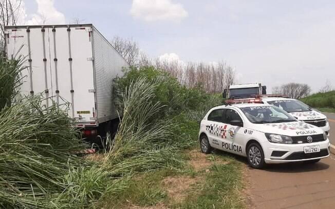 Homens são presos após pularem de caminhão durante perseguição