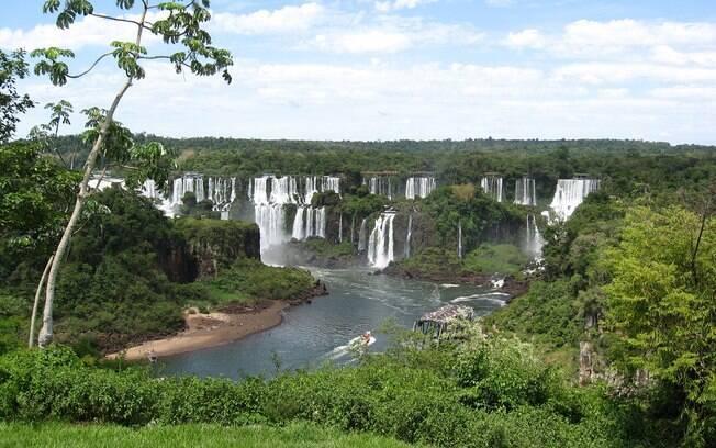 Aproveite os restaurantes e a rede hoteleira de Foz do Iguaçu