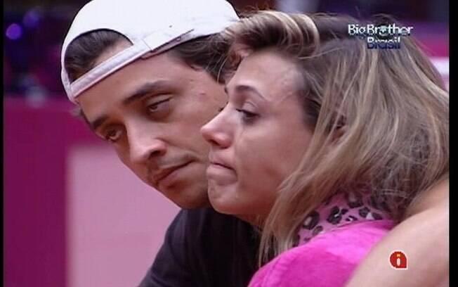 Fabiana não segura as lágrimas e recebe o apoio de Fael
