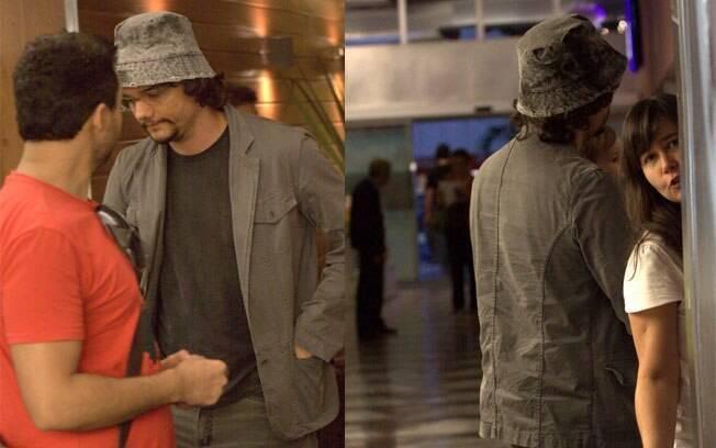 Wagner Moura é fotografado com a família em um shopping no Rio em dezembro, depois de uma temporada no Canadá onde filmou