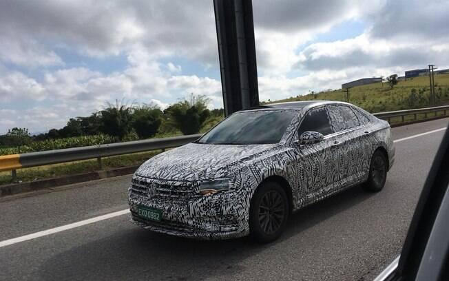 Nova geração do VW Jetta já foi apresentada em janeiro, em Detroit (EUA) e desembarca no Brasil no segundo semestre