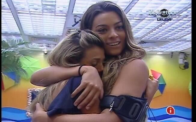 Monique consola Fabiana no Quarto Praia