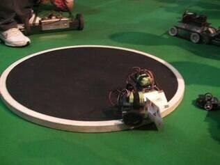 Robôs competem durante penúltimo dia de Campus Party 2012