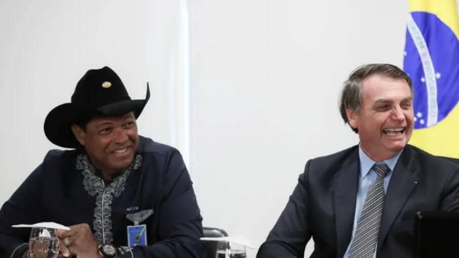 Bolsonaro e pastor Valdomiro Santiago