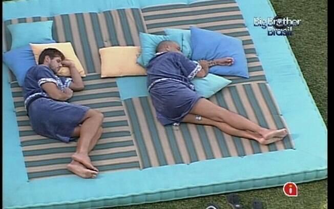 Jonas e João Carvalho aproveitam a tarde desta quarta-feira (07) para descansar