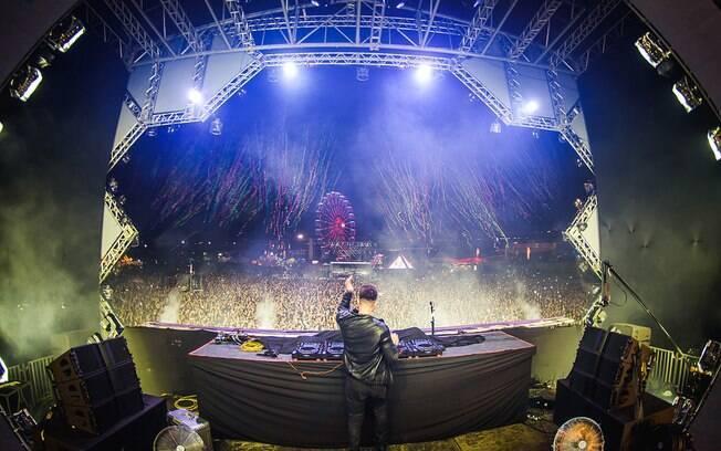 O DJ brasileiro Alok agitou as pistas no primeiro dia de Lollapalooza Brasil