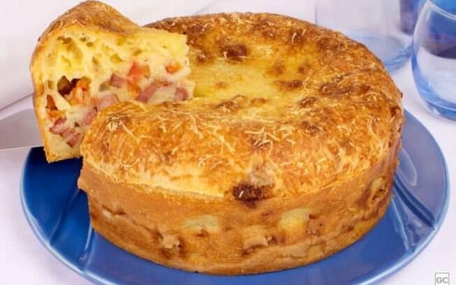 Torta-pão de queijo para dividir com a família