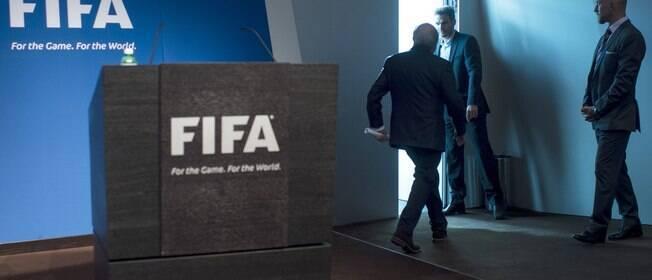 Blatter renuncia e convoca novas eleições para a presidência da Fifa