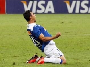 Vinícius Araújo ganha espaço na mídia internacional e nome do jogador estampa uma página de um diário esportivo espanhol