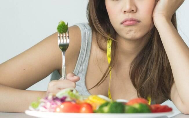 Descubra como a ansiedade pode estar sabotando a sua dieta