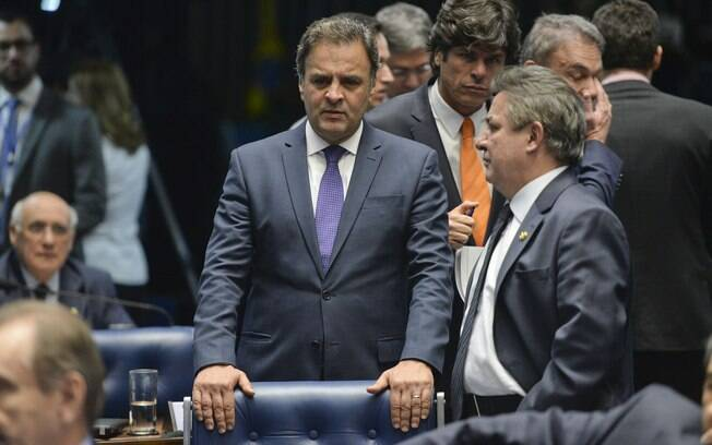 Conversa telefônica entre os senadores Aécio Neves e Zezé Perrella foi grampeada pela Polícia Federal