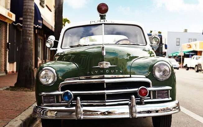 Lá, é possível desfrutar de comidas típicas de Cuba e até comprar produtos de lá, como charutos e roupas