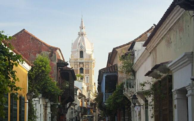 Arquitetura colonial e fachadas coloridas são características marcantes em Cartagena