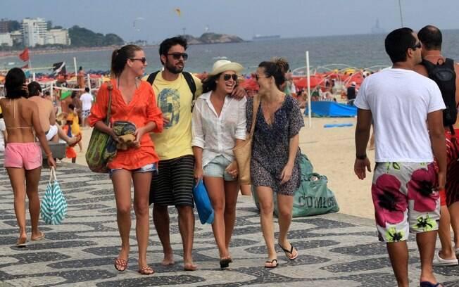 Fernanda Paes Leme passou a tarde com um grupo de amigos