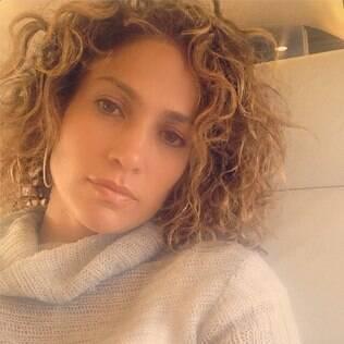 Jennifer Lopez exibiu seus cachos naturais no Instagram