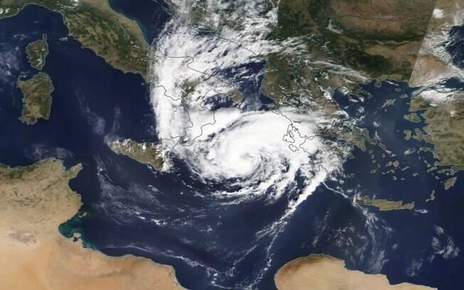 Ventos causaram quedas de energia em pontos do país.