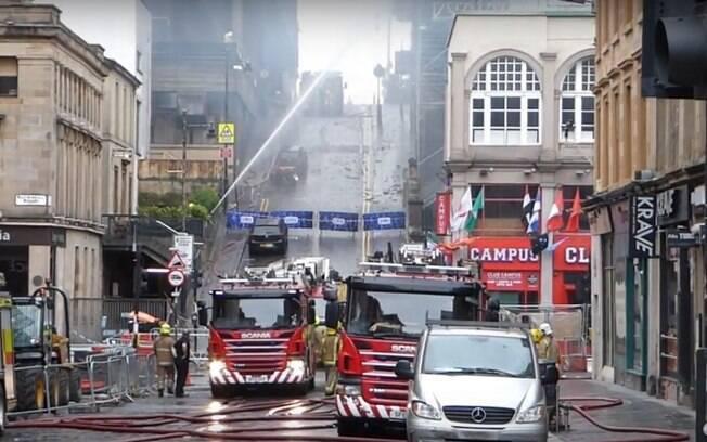 De acordo com os bombeiros, todos os andares do prédio em Glasgow foram atingidos pela chamas