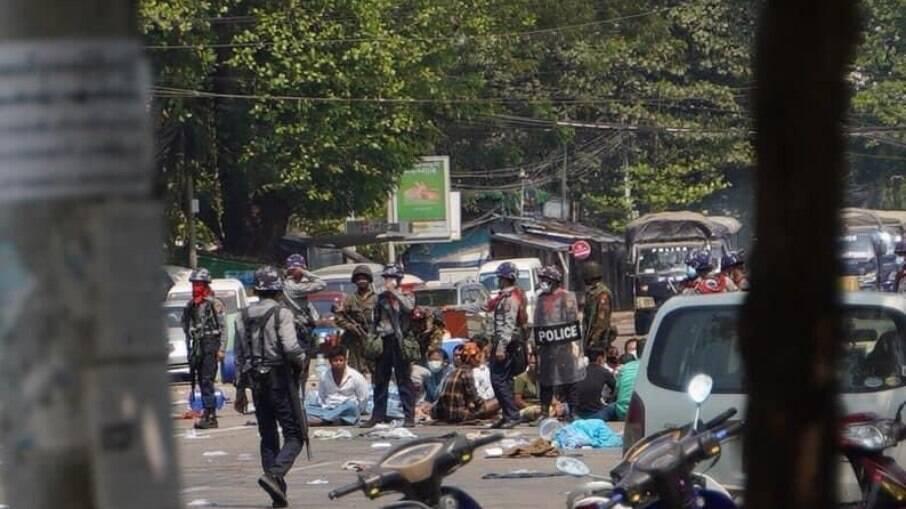 Mianmar vive mais um dia de protestos violentos e repressão das Forças Nacionais após golpe
