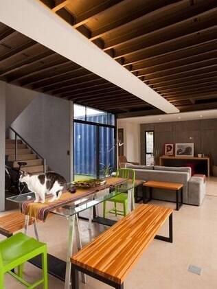 Casa-contêiner do arquiteto Danilo Corbas é distribuída em dois pavimentos