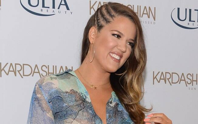 Uma variação é este penteado da socialite Khloe Kardashian, com três tranças de raiz em vez de uma só