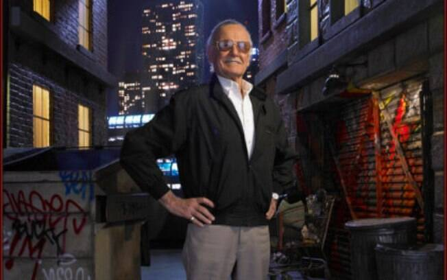 Criador de uma carreira legendária, o desenhista idoso Stan Lee está vivendo um pesadelo em sua vida pessoal