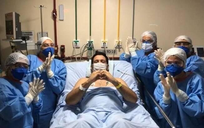 Marcelo Magno com a equipe médica
