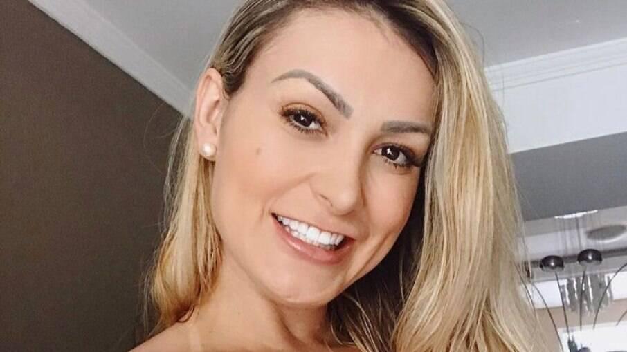 Andressa Urach culpa Universal por internação