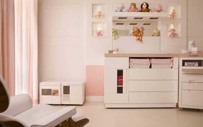 Encoste os móveis na parede para garantir maior espaço no quarto