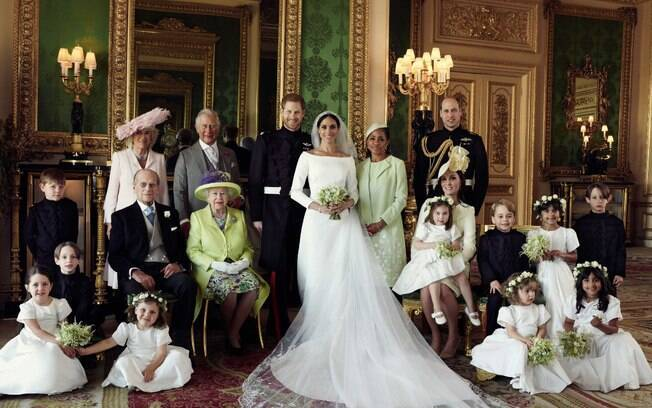 Meghan Markle e Príncipe Harry, com os pajens e familiares
