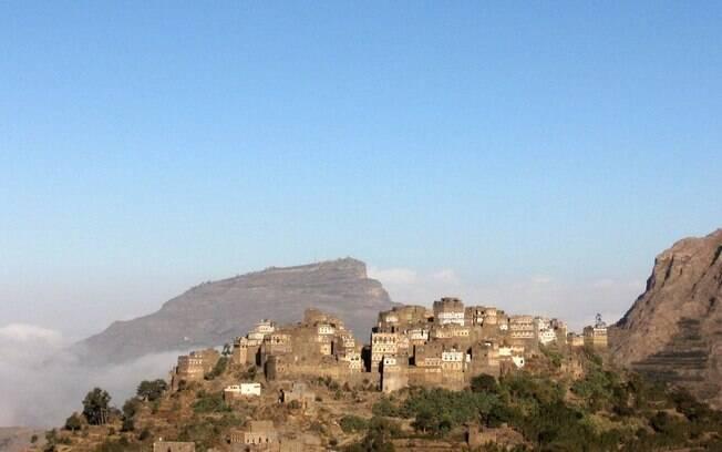 Al Hajarah é uma cidadela construída no século 12 no cume da colina