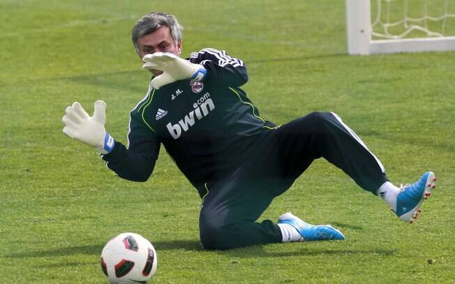 Mourinho virou goleiro em partida contra  jornalistas espanhóis