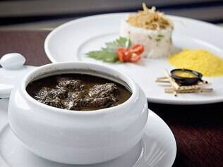 Feita com a folha de mandioca e carne de porco, maniçoba é um dos pratos do BM Design