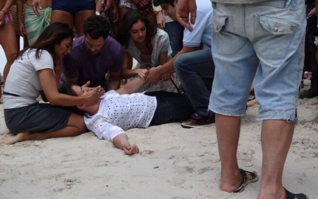 Griselda desmaia após briga com Pereirinha